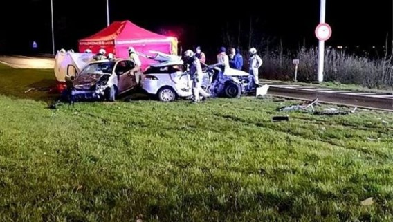 Moeder en dochter overleden na ongeval: gevaarlijk kruispunt was onlangs nog heraangelegd