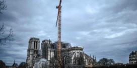 Notre-Dame nog niet uit gevarenzone, Parijs houdt opnieuw hart vast