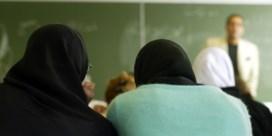 Hof van beroep vindt dat hoofddoekenverbod wél kan