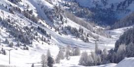 Oostenrijkse skiër overleeft vijf uur onder sneeuwlawine