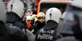 Politie beschermt Brusselse brandweer op oudjaar: 'Alsof dit een land in staat van oorlog is'