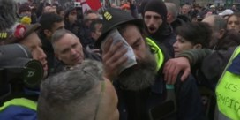 Clash in Parijs nadat gele hesjes zich bij vakbondsactie voegen