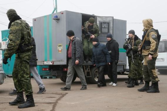Na vijf jaar oorlog wisselen pro-Russische rebellen en Oekraïne gevangenen uit