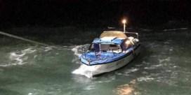 Bibberend en stuurloos op volle zee