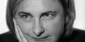 Hilde Crevits schrijft Dikke Freddy terug: 'Hef vanavond op café ook eens een halfvól glas'