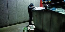 Dumpster diven: eindejaar is hoogtepunt voor eten uit de afvalcontainer