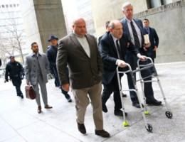 Bij start van proces in New York wordt Weinstein ook in Los Angeles aangeklaagd