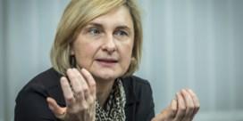 Crevits roept collega's Vlaamse regering op niet langer openlijk te ruziën: 'Bel elkaar gewoon'