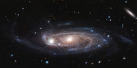 Hubble maakt foto van reuzenspiraalstelsel met biljoen sterren
