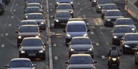 File op E40 na ongeval met vrachtwagen: 'Ernstige hinder'