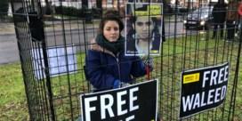 Lize Spit laat zich opsluiten aan Saudische ambassade