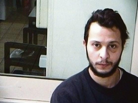 Tegenover zijn ondervragers zwijgt Salah Abdeslam, maar in de cel schept hij op