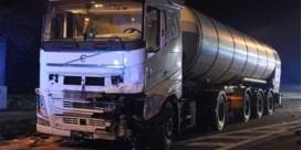 Man overleden na frontale botsing tegen vrachtwagen