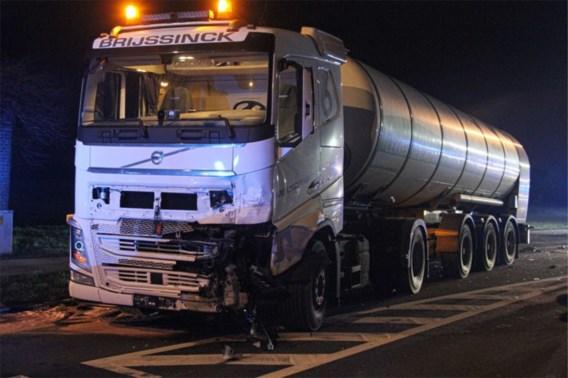 Man overleden na frontale botsing met vrachtwagen