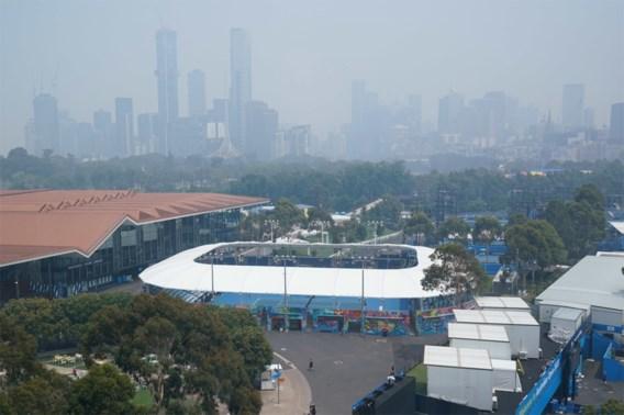Tennisster op Australian Open raakt bevangen door rook en geeft op