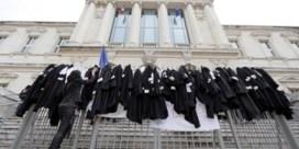 Franse eerste minister Philippe speelt stakersfront uit elkaar