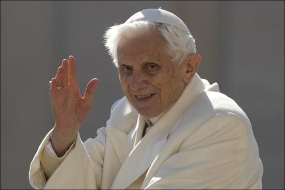 Benedictus wil naam niet op boek