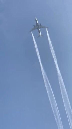 Zestig lichtgewonden door vliegtuig dat brandstof dumpt boven scholencomplex
