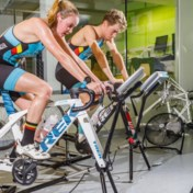 Belgische triatleten zwemmen, fietsen, lopen, zweten en braken