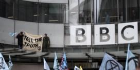 Het stormt niet alleen bij de VRT: directeur-generaal kondigt ontslag aan bij BBC
