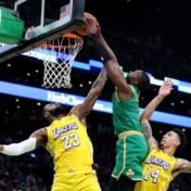 NBA. LeBron James verliest en krijgt dunk over zich, Damian Lillard schittert met 61(!) punten voor Portland