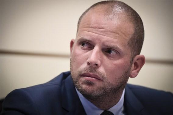 Werknemer Fedasil bedreigd na tweet Francken over bokshandschoenen