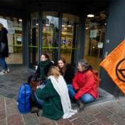 Na Autosalon viseren klimaatactivisten nu banken