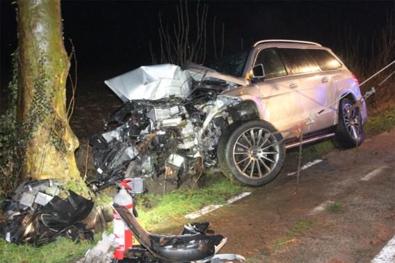 Autobestuurder raakt bekneld na zwaar ongeval in Diksmuide