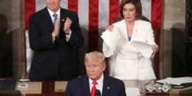 Pelosi scheurt Trumps speech in stukken na State of the Union