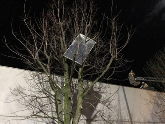 Enorme schade door storm Ciara nadat 200 zonnepanelen wegwaaien