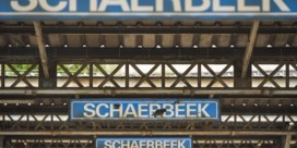 Twee treinwagons in brand op rangeerspoor in Schaarbeek