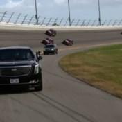 President Trump rijdt iconisch circuit rond met 'The Beast'
