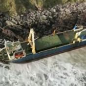 Verlaten vrachtschip tijdens storm aangespoeld in Ierland