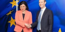 'Leg Facebook gerust regels op'