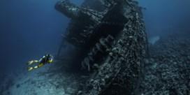 Wrakduikers zwemmen op de grens tussen toerisme en piraterij