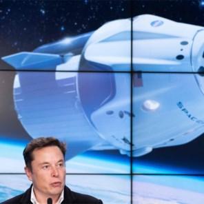 SpaceX biedt vier 'tickets naar de ruimte' te koop aan