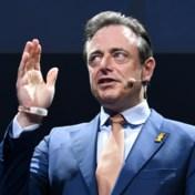 Met oproep tot Vlaams front zet Bart De Wever alles onder druk
