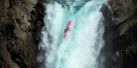 Kajakker duikt levensgevaarlijke waterval van 41 meter af