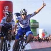 Remco Evenepoel wint in de Ronde van de Algarve en toont gouden hart: 'Deze zege is voor Nikolas Maes en zijn vrouw'