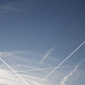 Hoger of lager vliegen kan opwarming verminderen