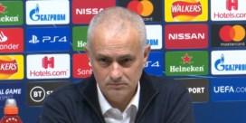 Mourinho is niet tevreden met de vraag en verlaat persconferentie