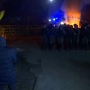 Oekraïense burgers gooien stenen naar bussen met teruggekeerde coronapatiënten