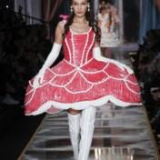 Speelse Marie-Antoinette op de catwalk bij Moschino