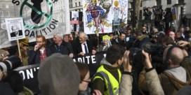 Honderden steunen Assange tijdens protestmars in Londen