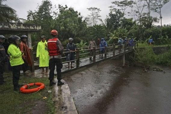 Overstromingen in Java kosten aan tien schoolkinderen het leven
