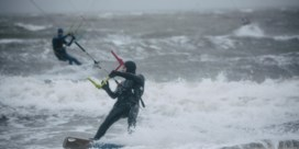 Kiters aan Westerschelde tevreden: 'Al drie weken storm. Perfect!'