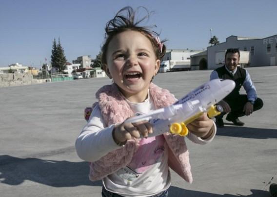 Syrisch meisje Salwa is met haar ouders in Turkije gearriveerd