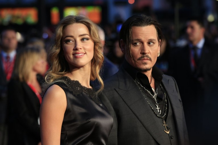Johnny Depp in sms'jes over ex Amber Heard: 'We verdrinken en verbranden haar'