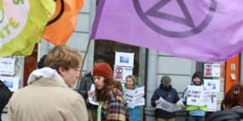 Klimaatactivisten van Extinction Rebellion Gent hebben het opnieuw op banken gemunt