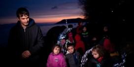 Inwoners Lesbos steken opvangcentrum voor migranten in brand